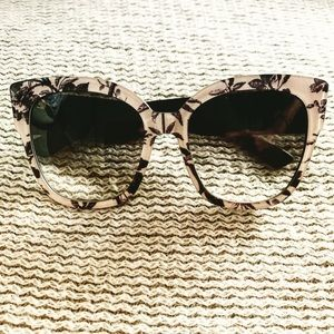 Auth Gucci purple/white tiger floral sunglasses